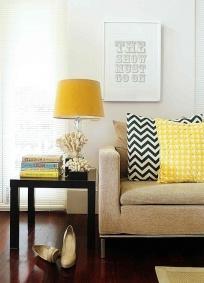 Żółte akcenty, łatwo wymienialne to praktyczne rozwiązanie.