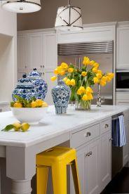 Żółte dodatki w kuchni działają aktywizująco i odświeżająco