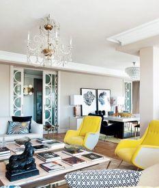 2 żółte fotele. Dodają życia i trochę spuszczają powietrza z lekko nadętej stylistyki :)