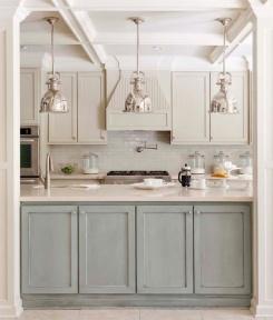 Do klasycznej eleganckiej kuchni zawsze pasują lampy industrialne, ale koniecznie CHROMOWE.