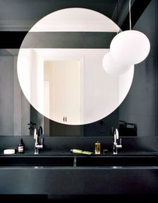 Czarne szkło z okrągłym lustrem. Zjawiskowo .