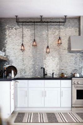 Moim zdaniem, to raczej światło dekoracyjne niż funkcyjne. Ale efekt jest piękny. Osobiście bardzo potrzebuję klimatycznego światła w kuchni.
