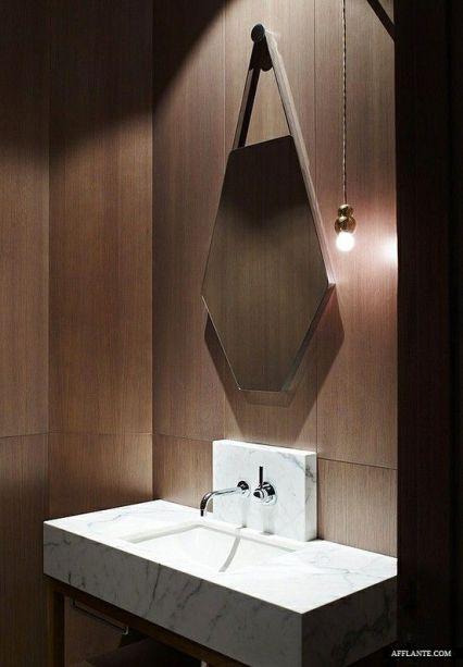 Piękna sześcioboczna forma lustra i 1 wisząca żarówka. Prosto, minimalistycznie i wyjątkowo.